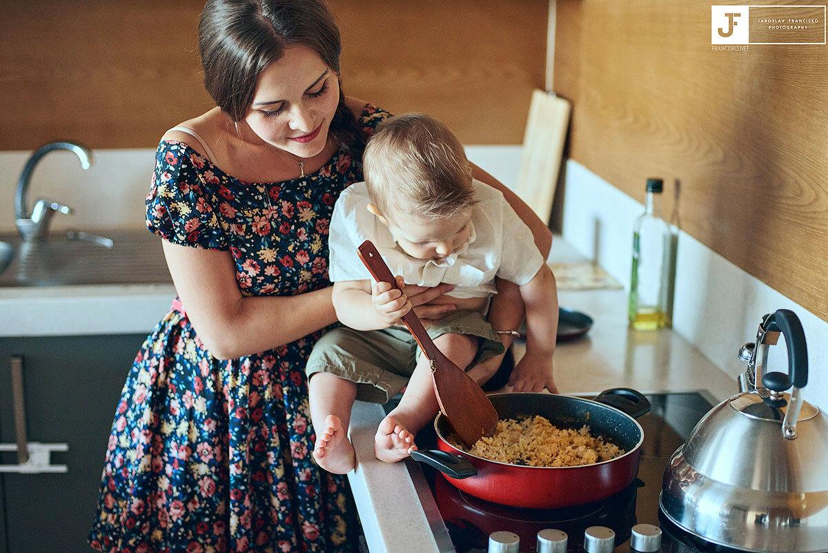 Я одна дома с ребенком. как справиться с домашними делами без помощи родных