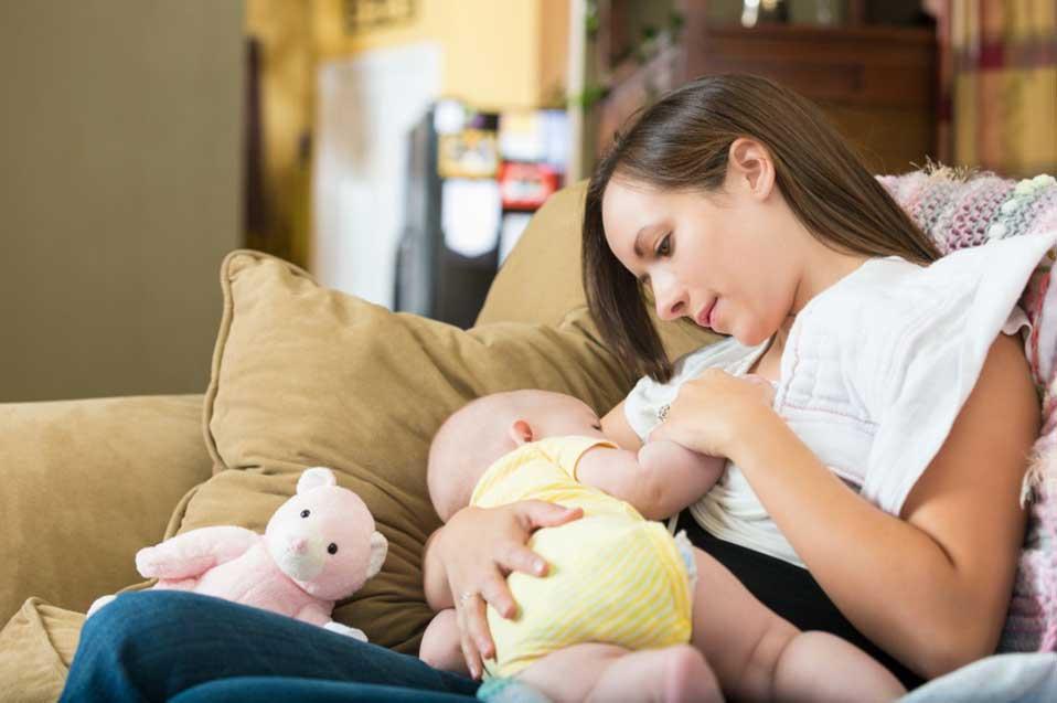 Основные позы для кормления ребенка грудью: топ-8 поз с фото и видео