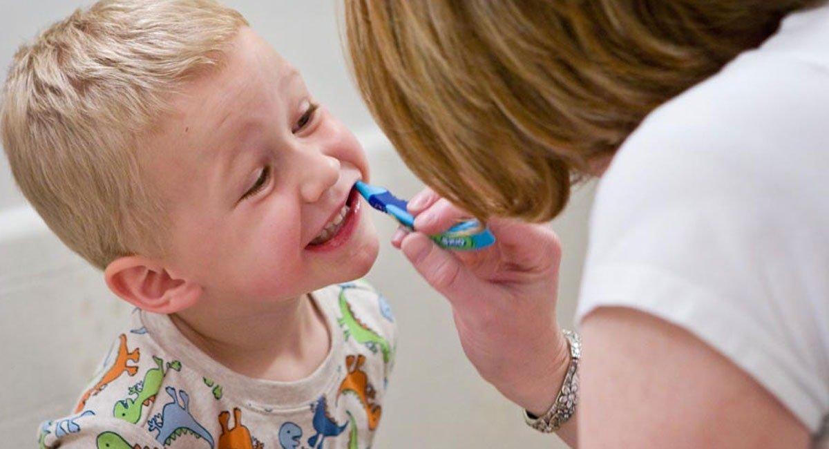 Как научить и приучить ребенка чистить зубы самостоятельно