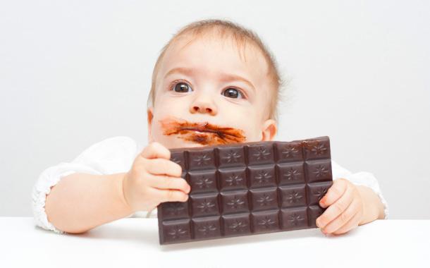 Когда детям можно начинать давать сладкое - мед-инфо
