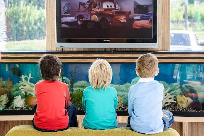 Телевизор и грудничок: можно смотреть или нет?