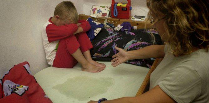Как отучать ребёнка писать в кровать по ночам