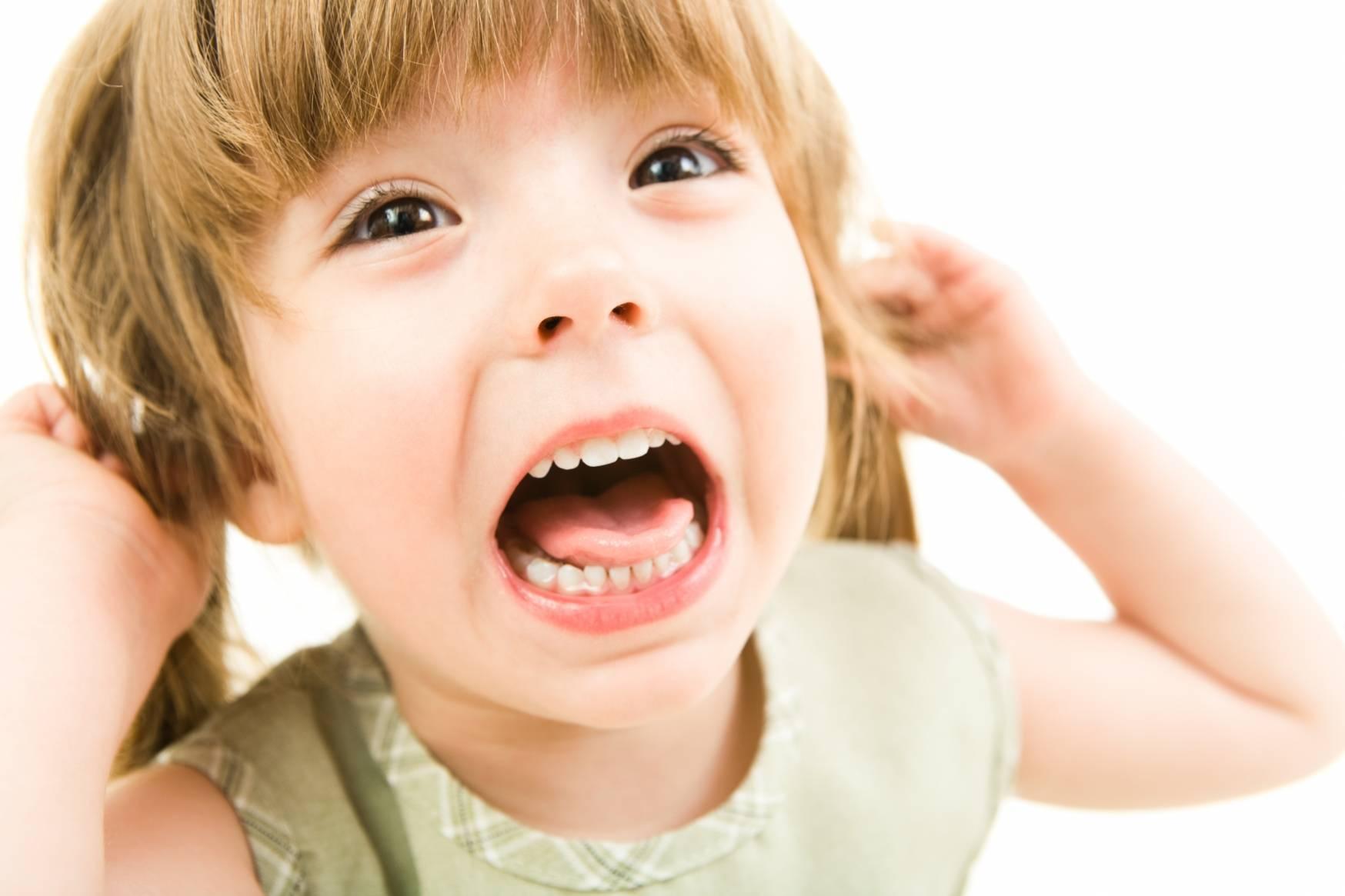 Ребенок постоянно кривляется и дурачится: что делать? | мамины шпаргалочки