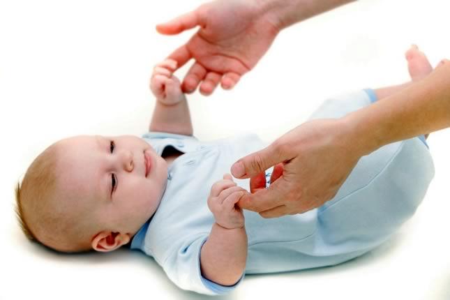 Во сколько малыш начинает переворачиваться на живот или когда маленький ребенок начинает переворачиваться и как научить • твоя семья - информационный семейный портал