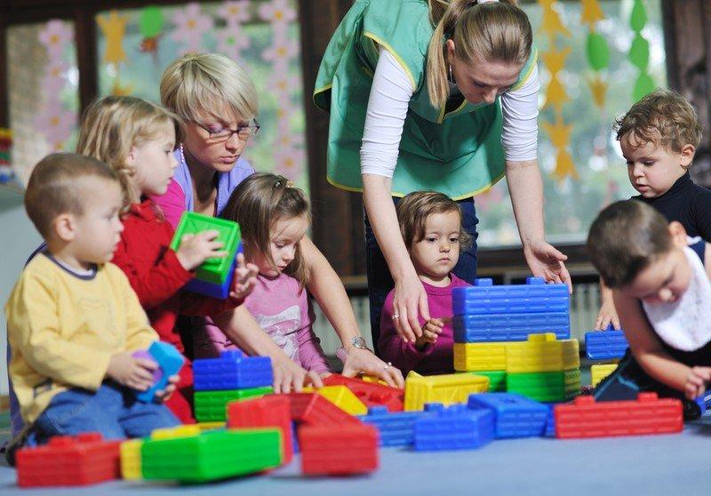 Профессия воспитатель детского сада: плюсы и минусы | плюсы и минусы