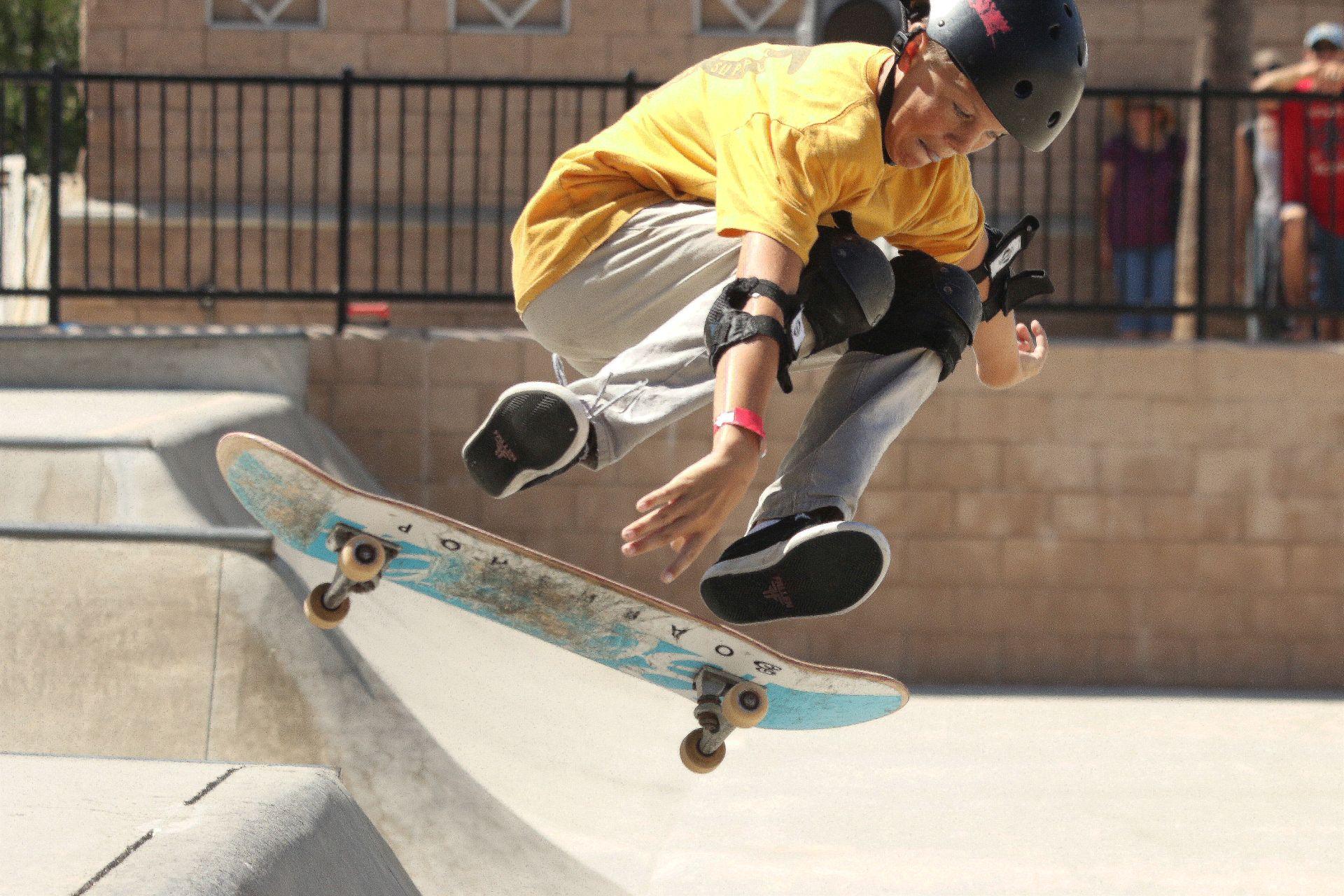Как просто научиться кататься на скейтборде взрослому и ребенку?