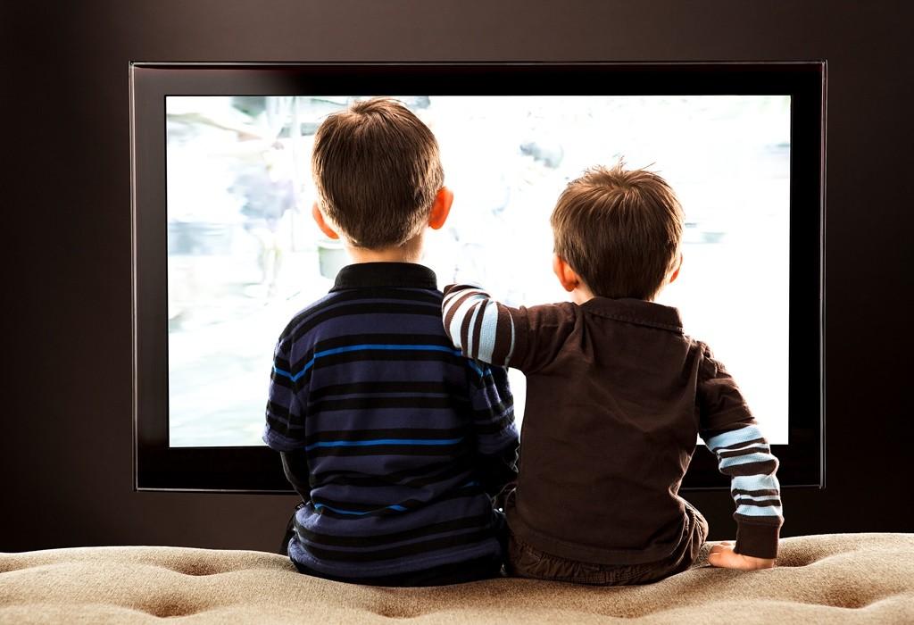 Можно ли смотреть телевизор грудным детям, с какого возраста можно смотреть телевизор ребенку и другие особенности