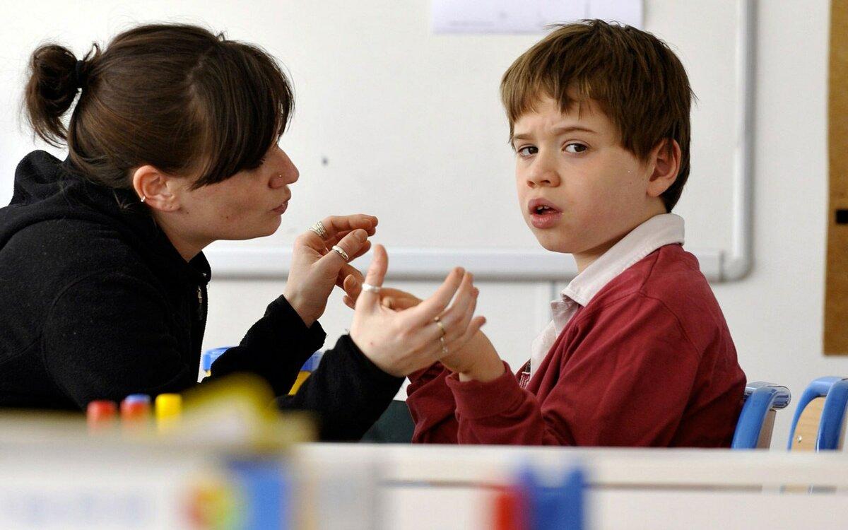 Почему родители учат уроки с детьми? и правильно ли это? отвечают мама, психолог и педагог - тасс