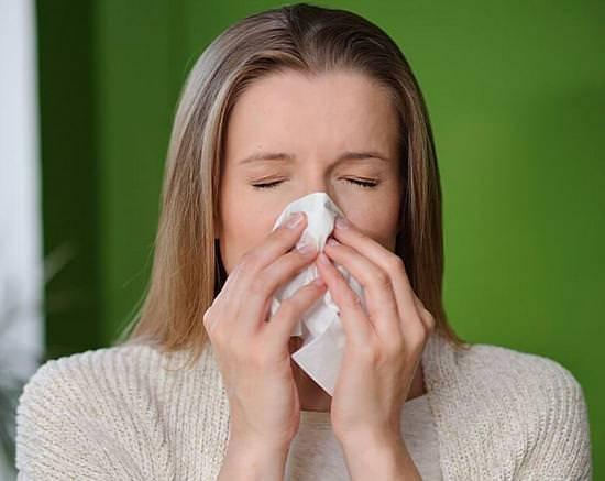 Как и чем лечить насморк во время беременности?