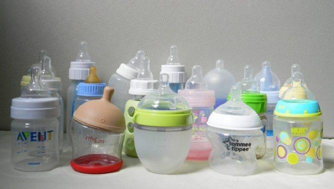 Антиколиковая бутылочка: критерии выбора и ее использование