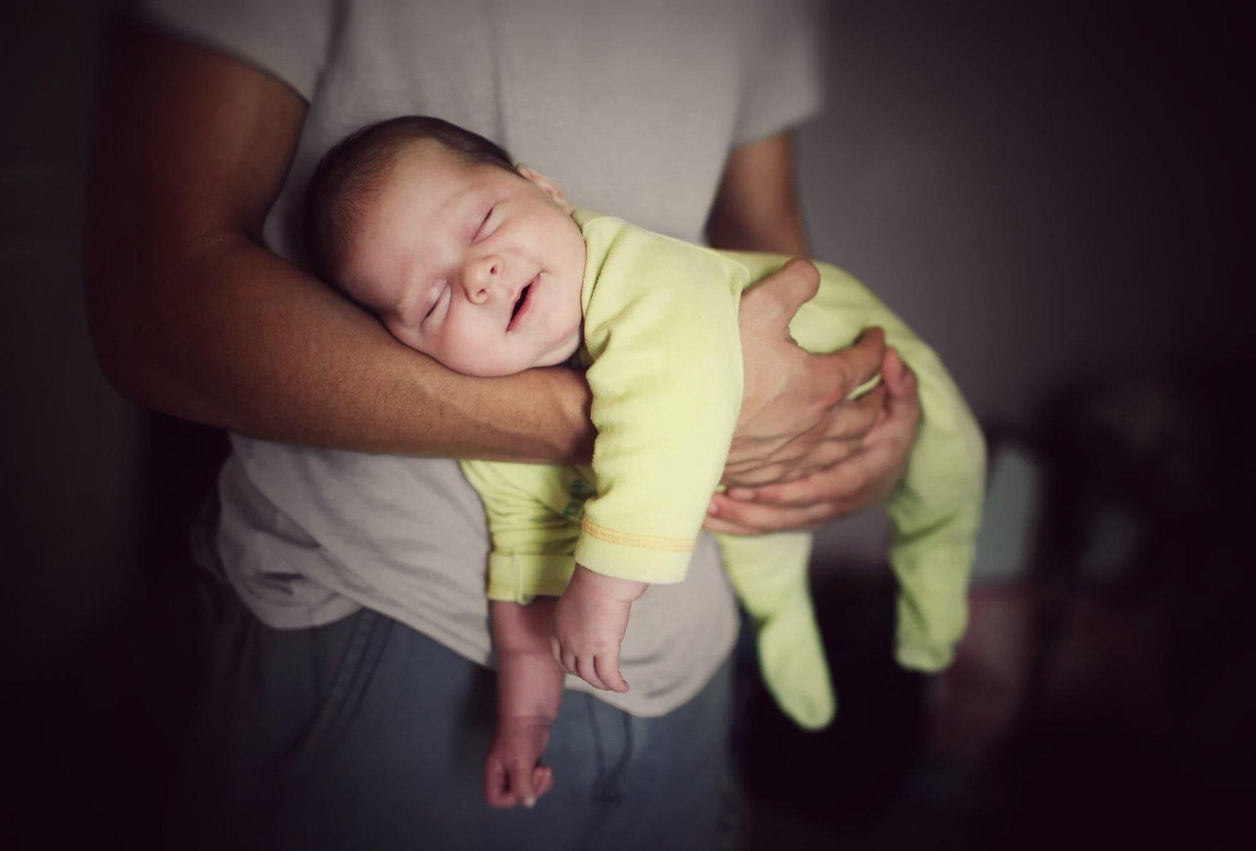 Как отучить ребенка засыпать на руках | уроки для мам