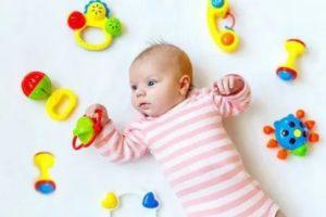 Какими бывают погремушки и какую модель выбрать для новорожденного?