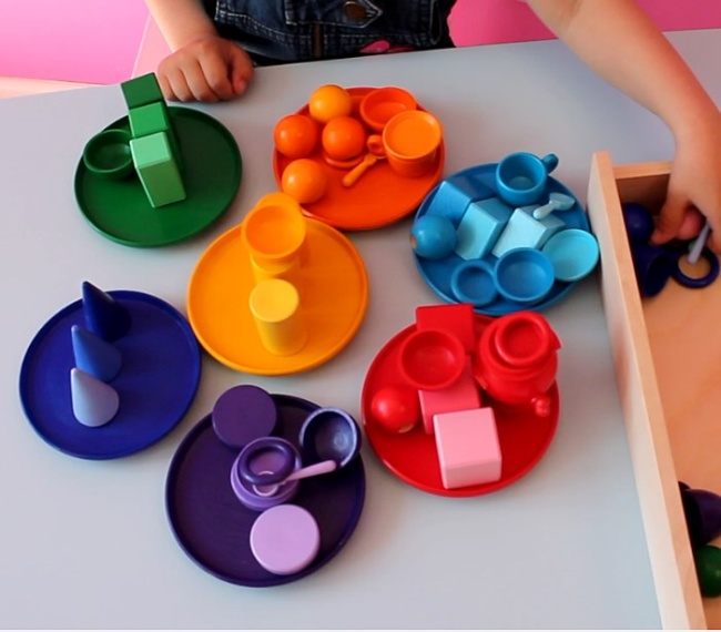 Когда ребенка учить цветам и формам