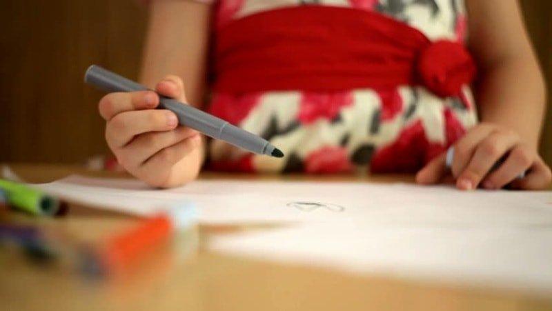 Как научить ребенка различать цвета? игры и советы