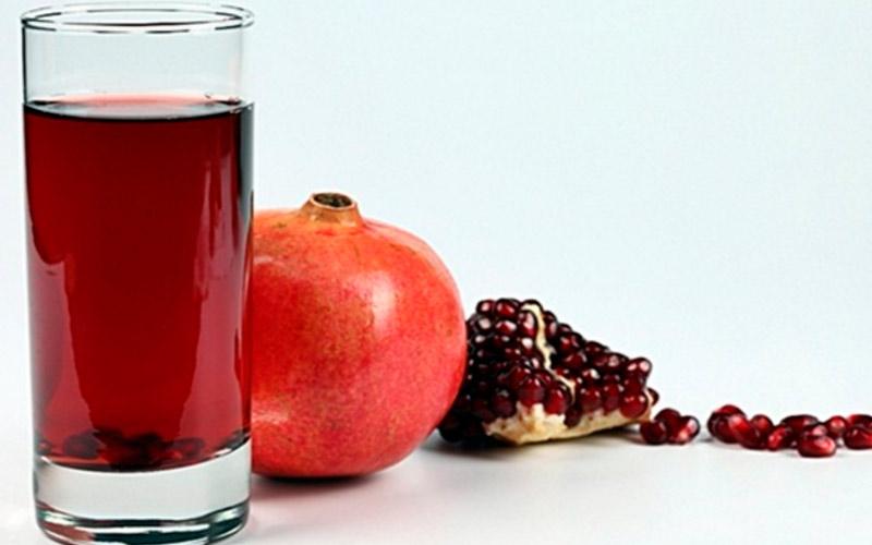 Гранат и гранатовый сок при кормлении грудью: польза и противопоказания
