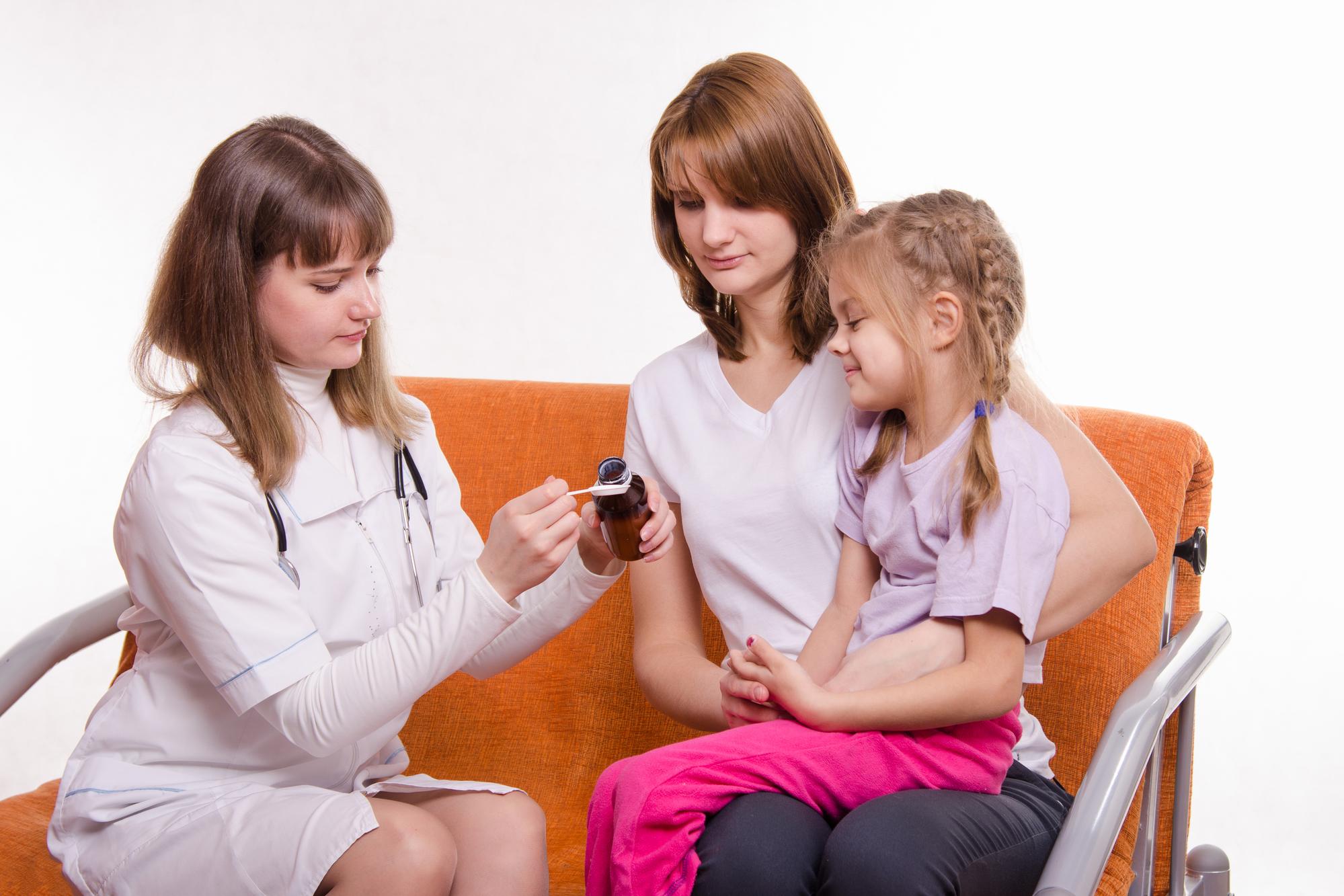 Сложный физиологический процесс или как научить ребенка глотать таблетки