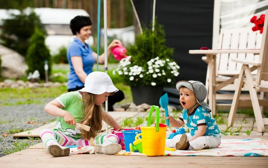 Прыщики на лице новорожденного: из-за чего появляются и что с ними делать