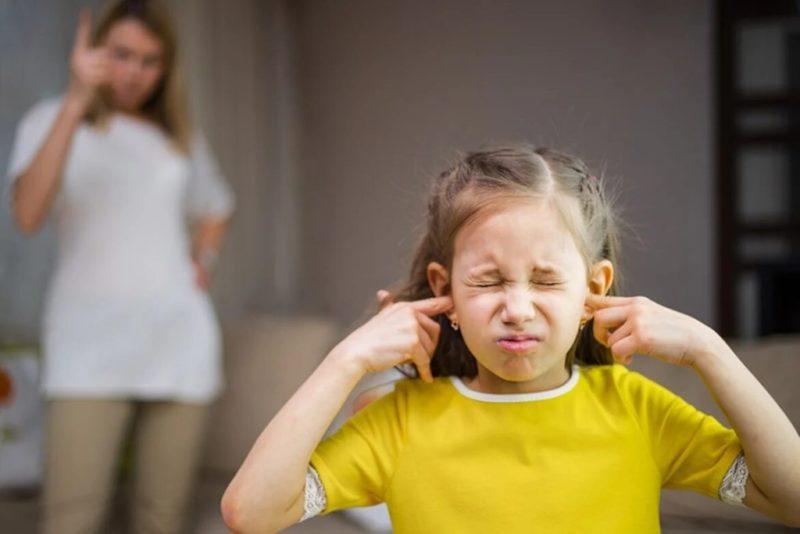 Ребенку 4 года не слушается, ☝️ что делать - советы психолога, ☹️ если малыш истерит, грубит, закатывает истерики и дерется.