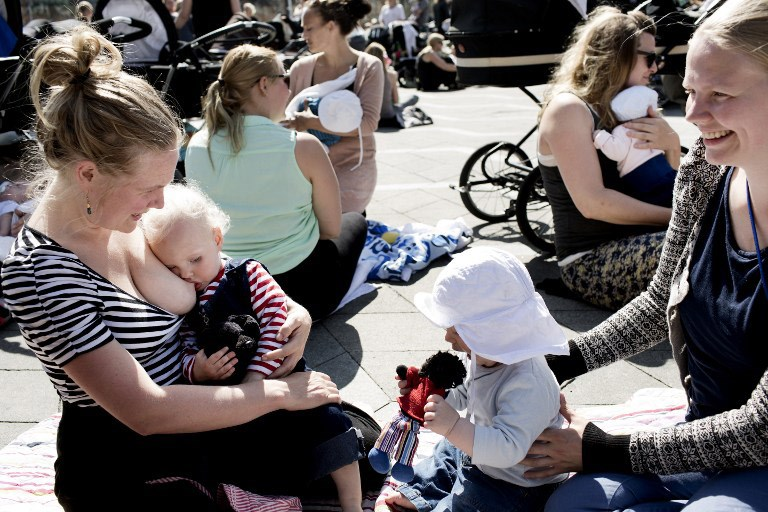 Как кормить грудью на улице и в общественных местах – советы и рекомендации