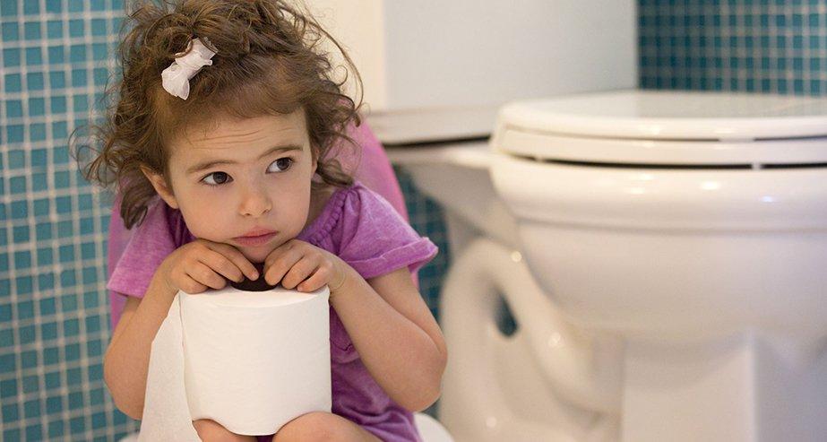 Ребенок очень боится какать в горшок: что делать родителям в ситуации психологического запора?