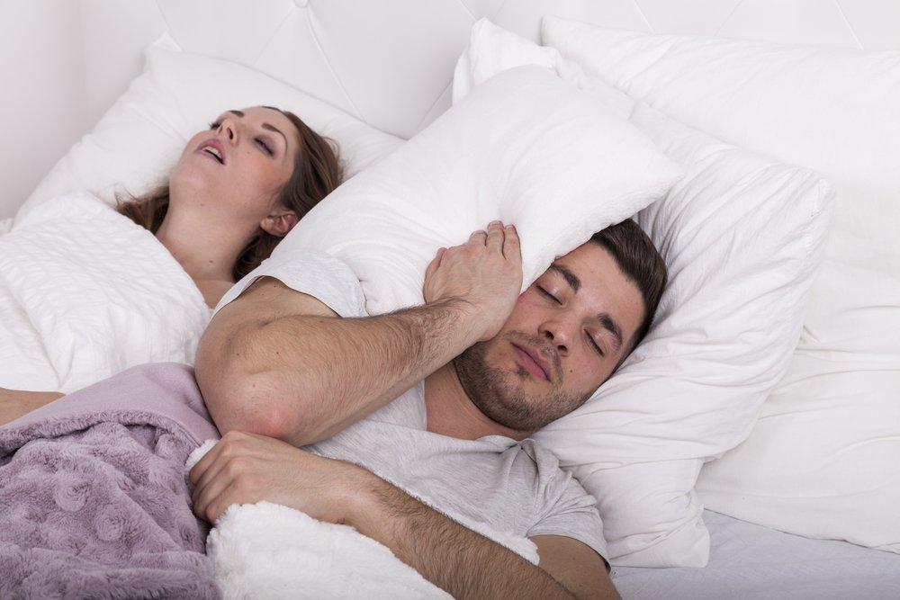 Ребенок храпит во сне: причины и лечение сильного храпа