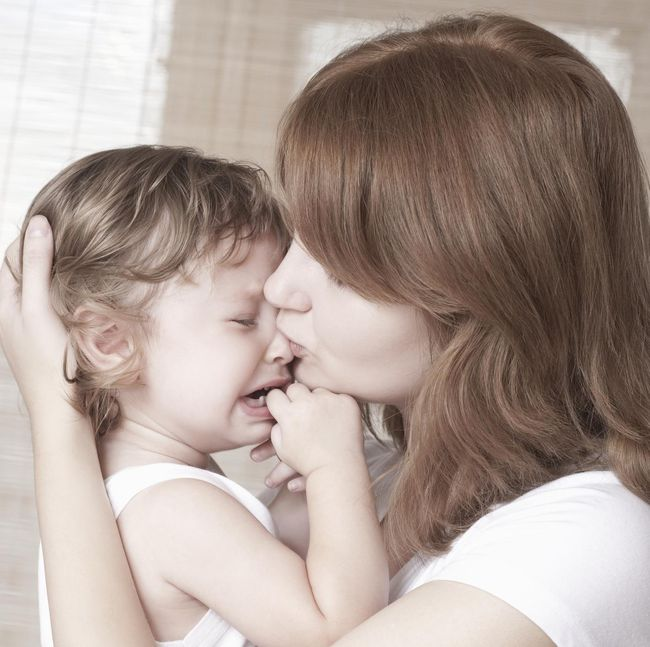 Как справиться с капризами ребенка при расставании с родителями
