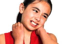 Почему болит шея у ребёнка?