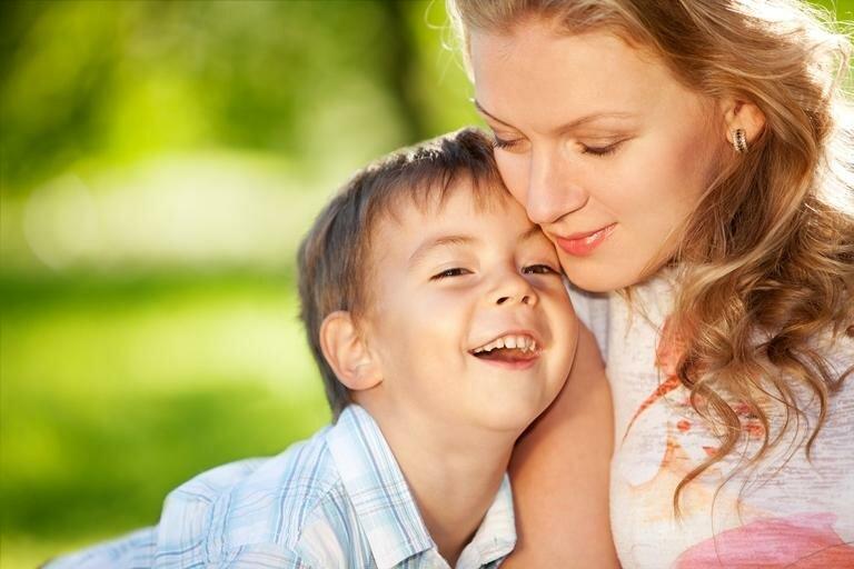 Хотите, чтобы ваши дети выросли счастливыми? тогда они должны видеть, как вы делаете эти 10 вещей