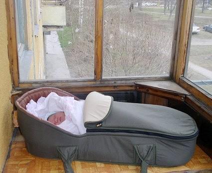 Как переложить ребенка, чтобы он не проснулся | уроки для мам