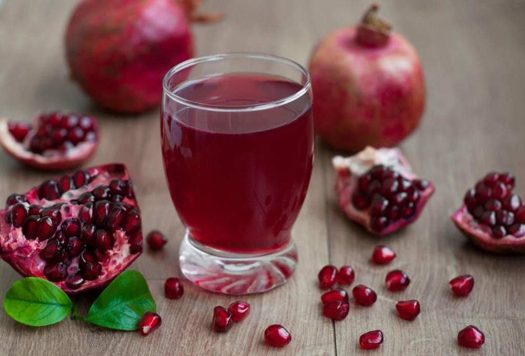Можно ли гранат при грудном вскармливании в 1, 2, 3, 4 месяца: рецепт сока