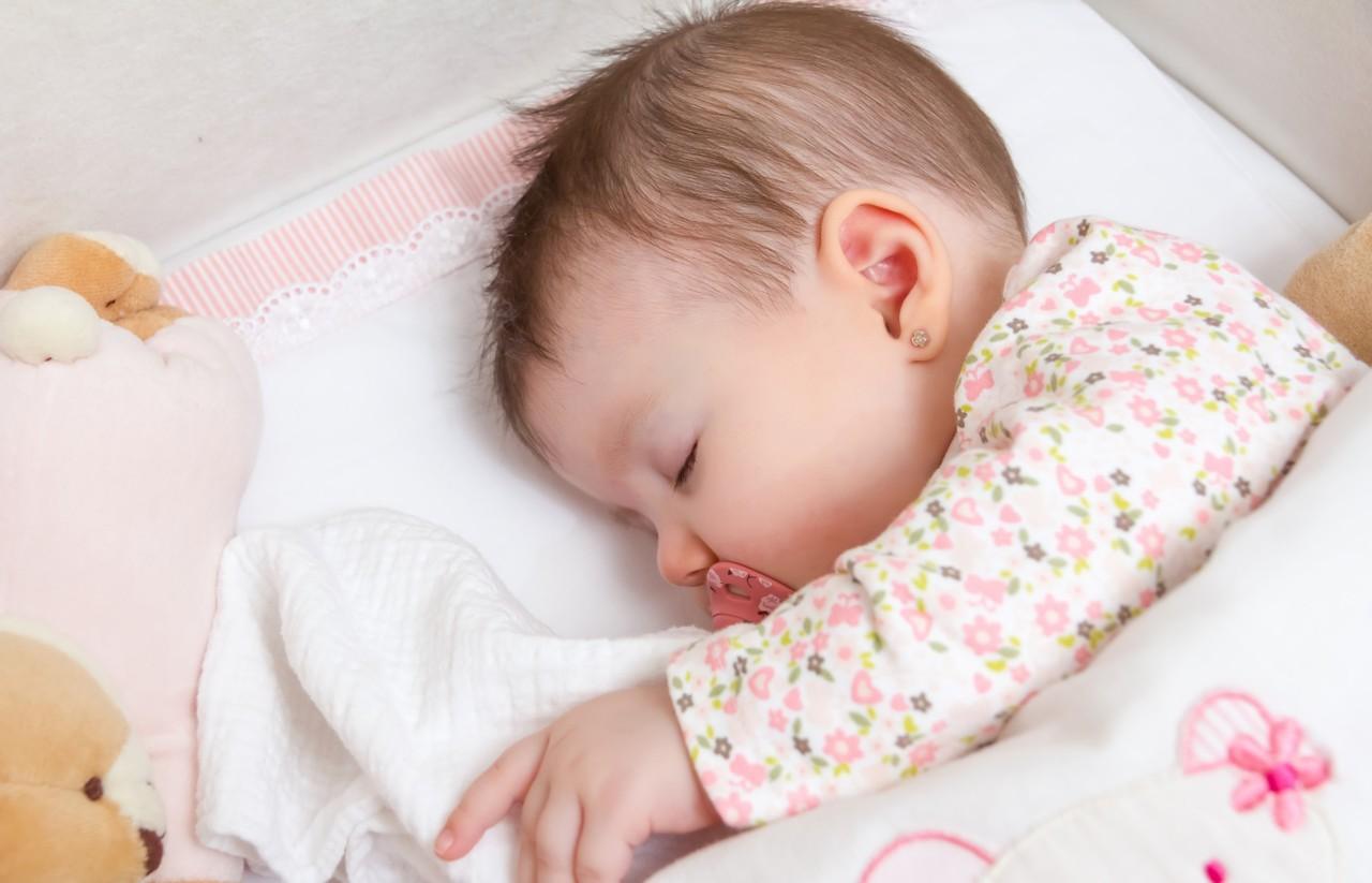 Как научиться укладывать ребенка спать без укачивания