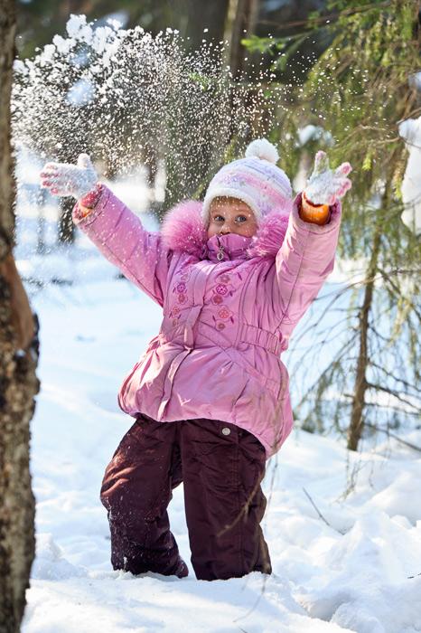 Рейтинг и инструкция по выбору детских  зимних комбинезонов