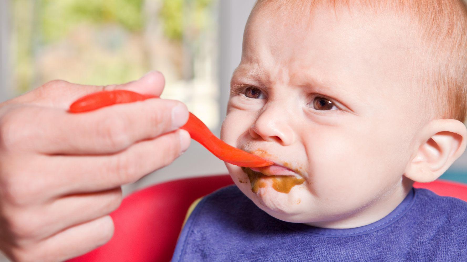 Ребенок отказывается от прикорма: причины и что делать