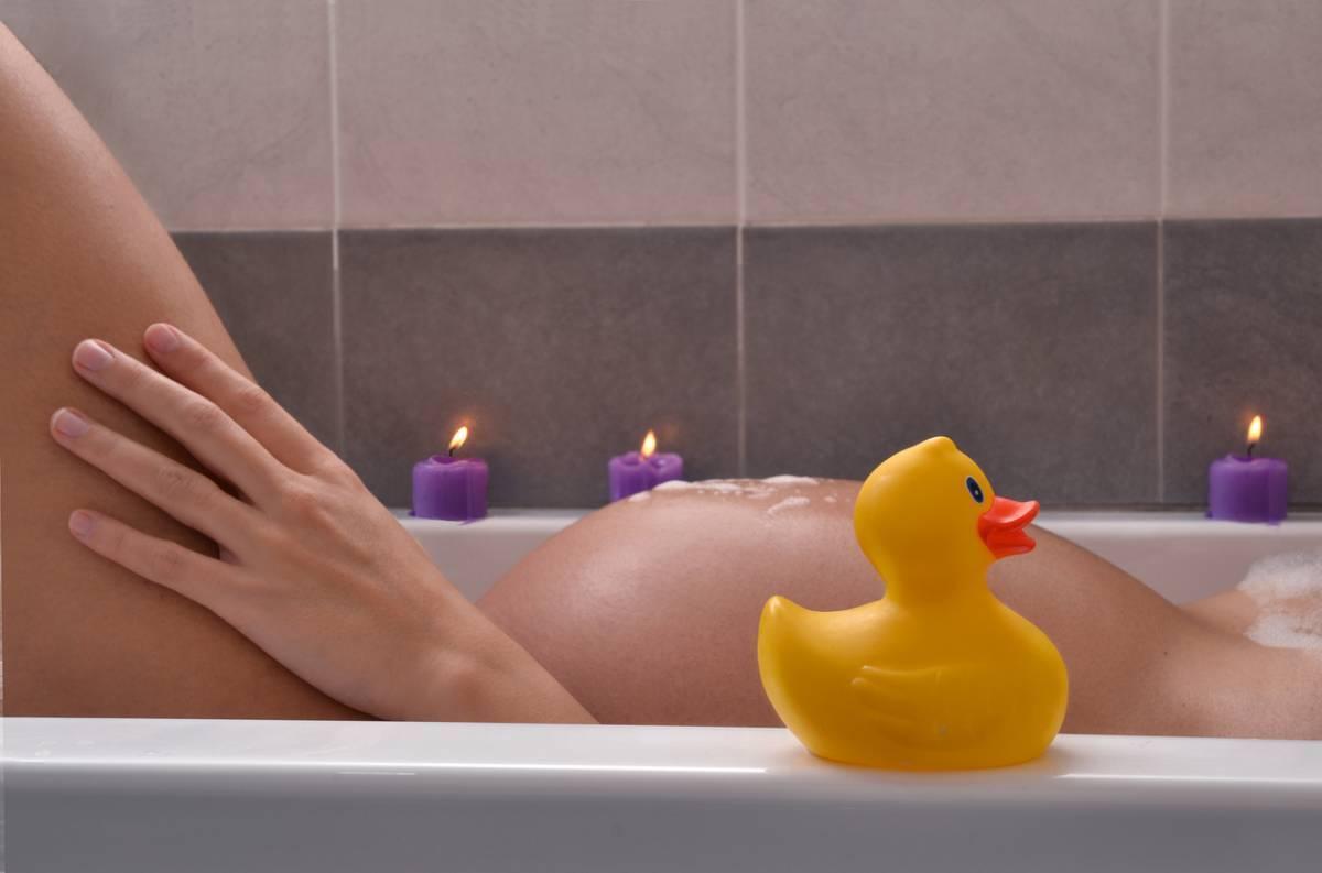Когда можно купаться в море после кесарева. после родов когда можно принимать ванну? мнения специалистов и отзывы женщин - новая медицина