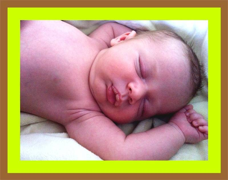 Ребёнок плачет во время кормления: описание вероятных причин тревоги малыша