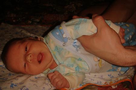 Младенец постоянно тужится и кряхтит - всё о грудничках