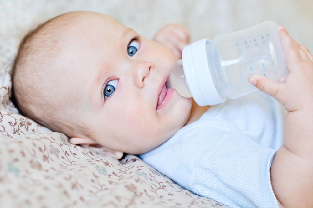 Нужно ли (и можно ли) давать воду новорожденным детям при грудном, искусственном, смешанном вскармливании: вода при икоте