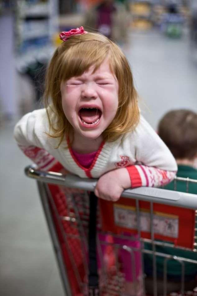 Детские истерики в магазине: 4 экстренных совета, что делать | lisa.ru