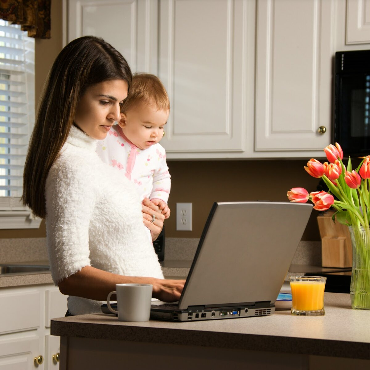 Как заработать в декрете: лучшие способы заработка для мам
