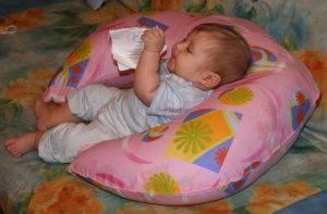 Особенности развития девочек, или во сколько месяцев ребенок начинает сидеть самостоятельно