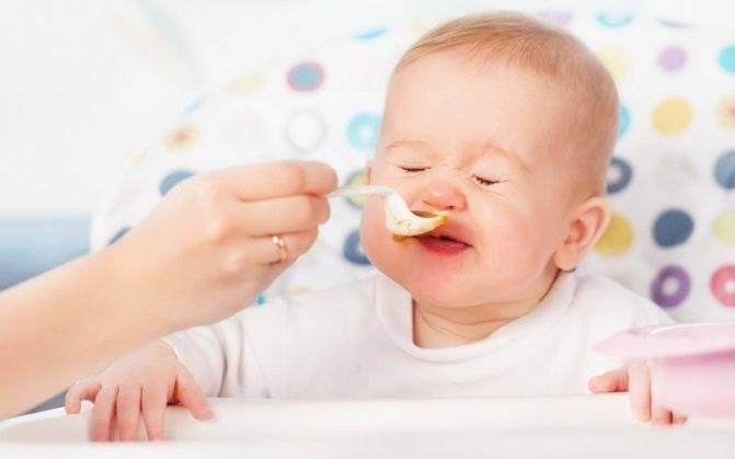 Почему ребёнок плохо ест прикорм и как наладить его аппетит?