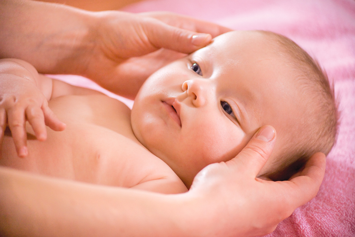 Чешутся уши у ребенка 7 месяцев. почему ребёнок чешет уши и нужно ли обращаться к врачу