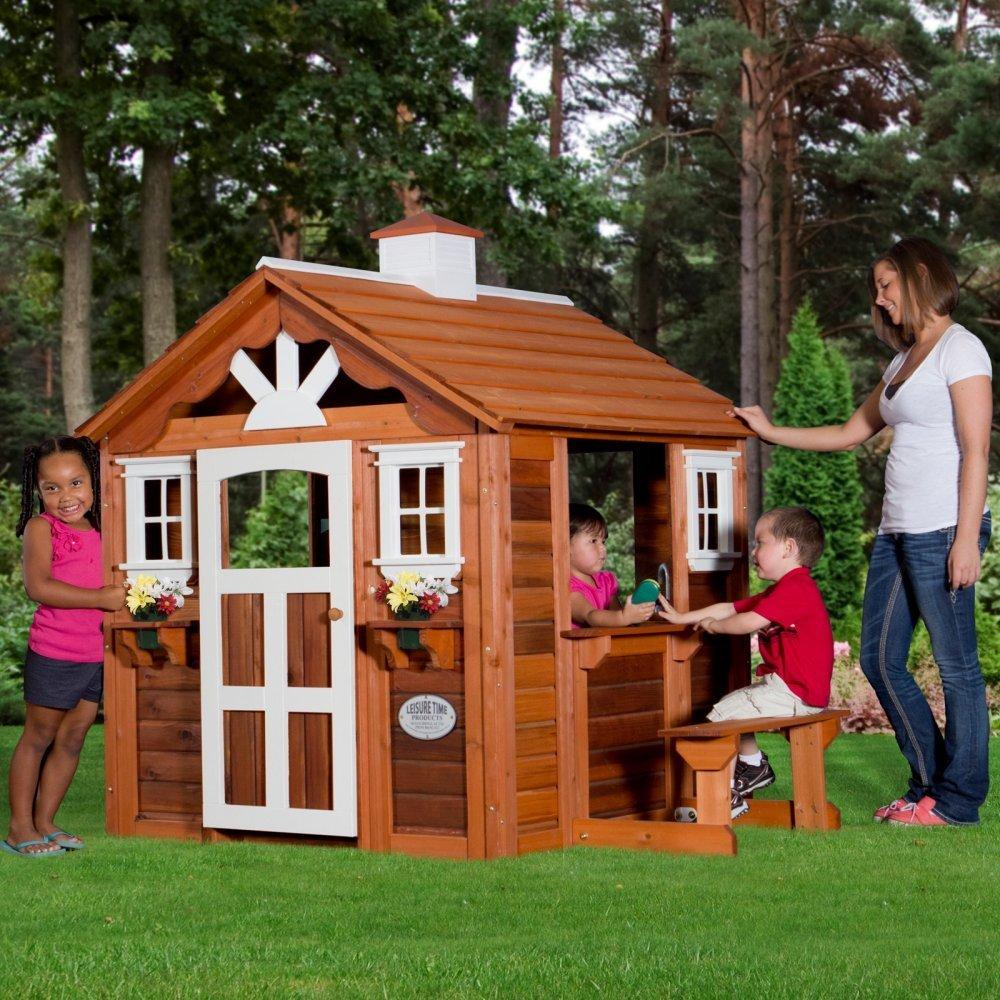 Игровой домик на дачном участке