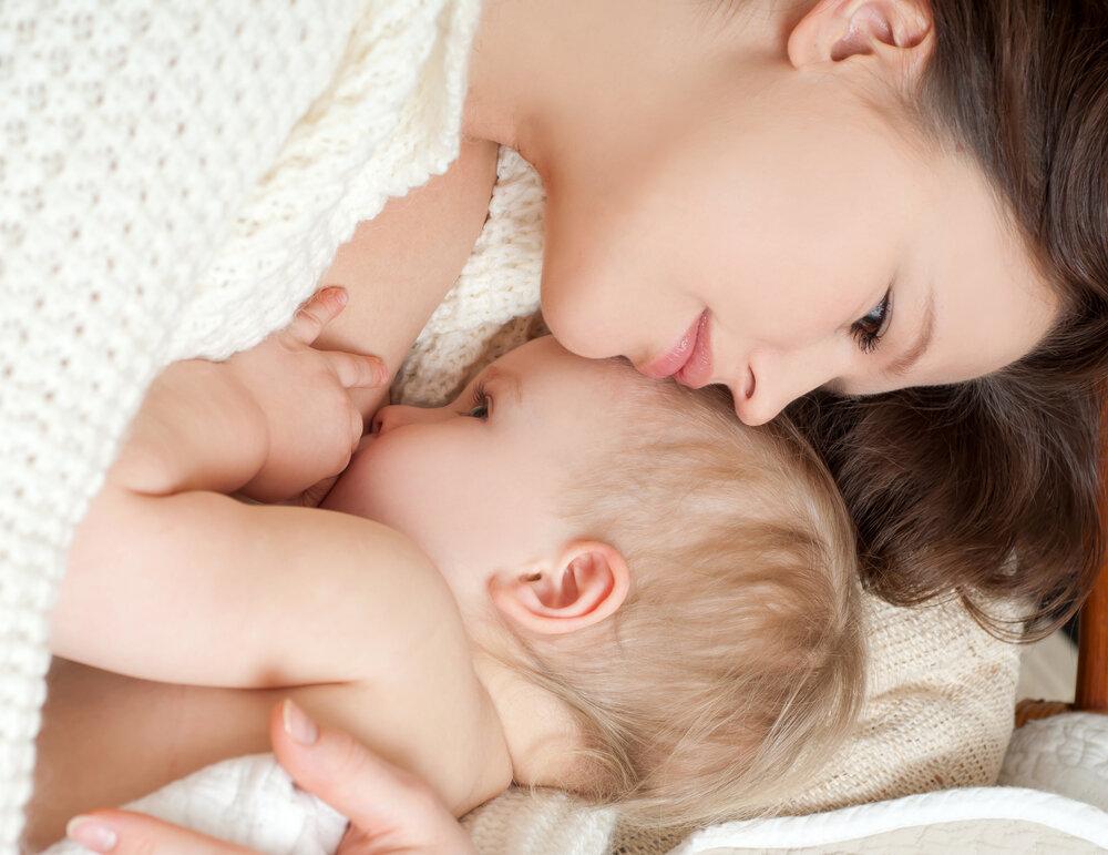 Кормление грудью при беременности: правила и противопоказания