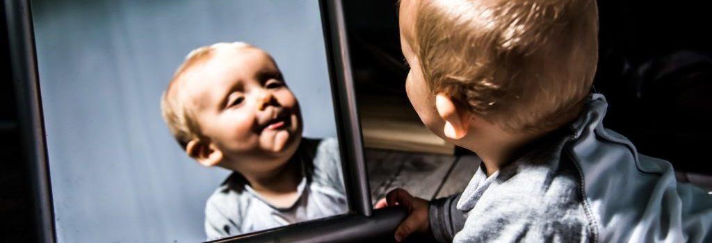 Почему не нужно показывать новорождённого посторонним: суеверия и научные доводы