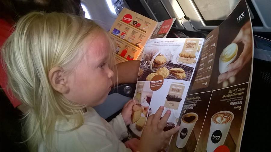 Как развлечь ребенка во время авиаперелета