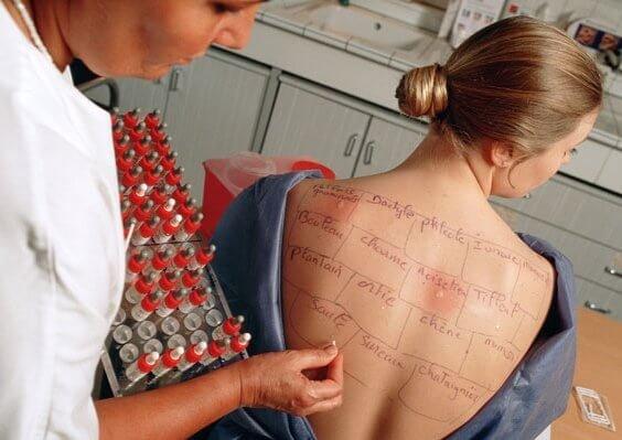Как берут пробы на аллергены: разновидности кожных тестов, особенности проведения и результаты