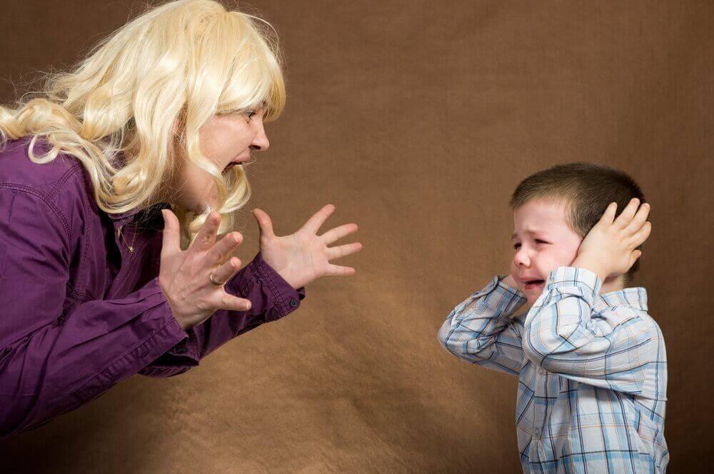 Гиперопека родителей над ребенком: последствия гиперопеки матери во взрослой жизни
