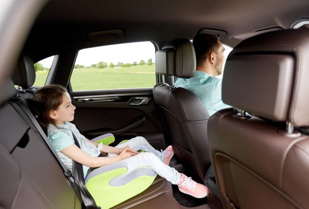 Размер штрафа за перевозку ребенка на переднем сиденье без кресла: особенности транспортировки детей