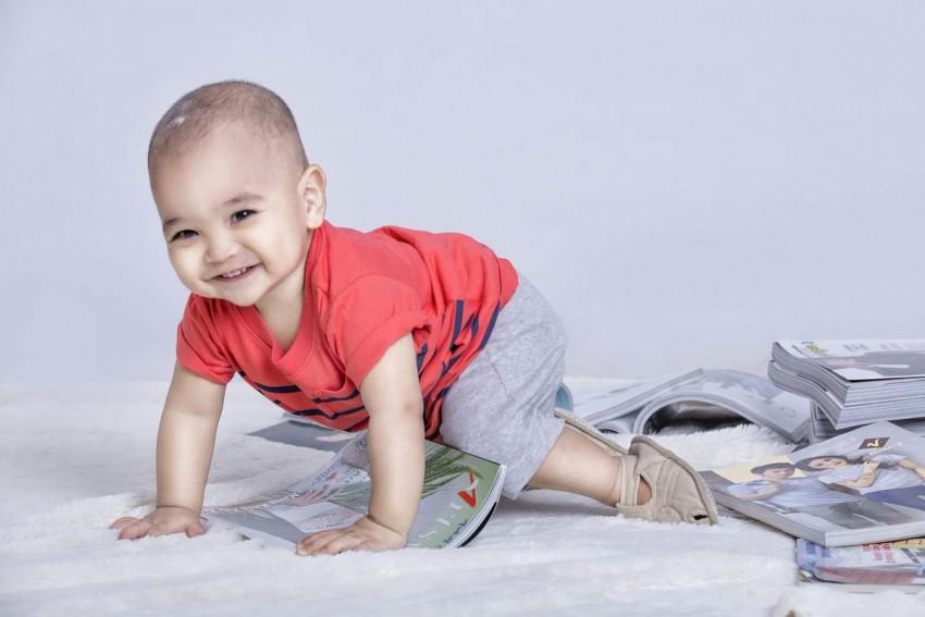 Как научить ребенка ползать? нормы и сроки развития малыша